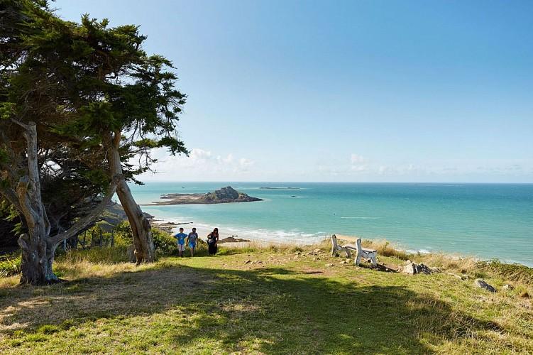 Randonn es pied office de tourisme de pleneuf val andr - Office tourisme cassis les calanques a pied ...